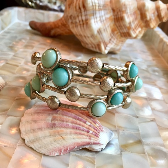 Jewelry - Memory wire bracelet w/ turquoise colored stones